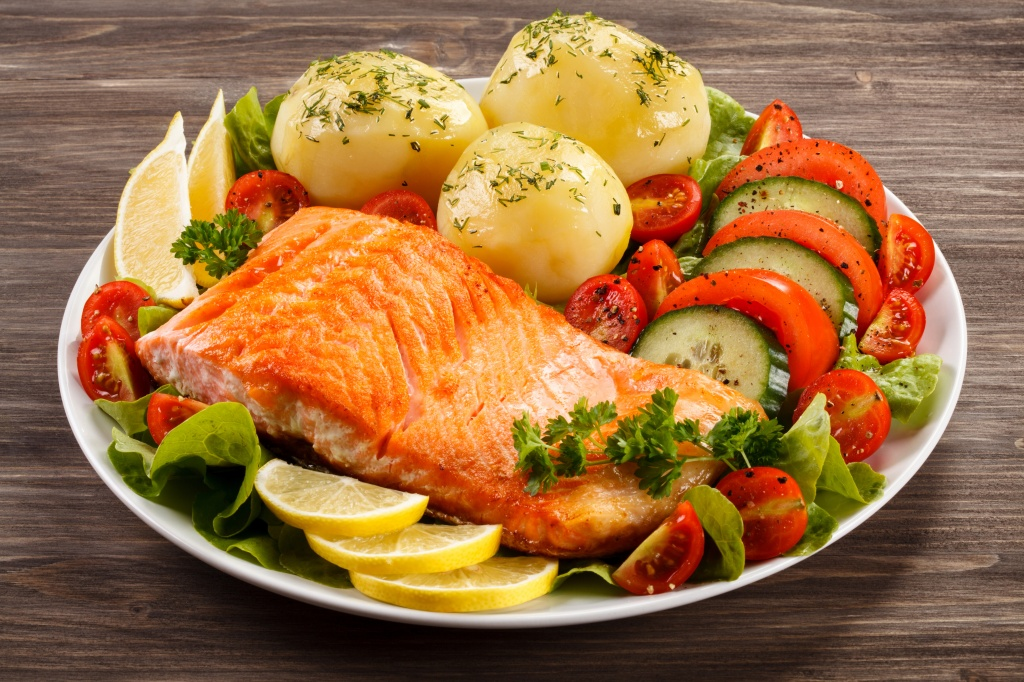 Fish_Food_Potato_Vegetables_Lemons_Plate_553003_5616x3744.jpg